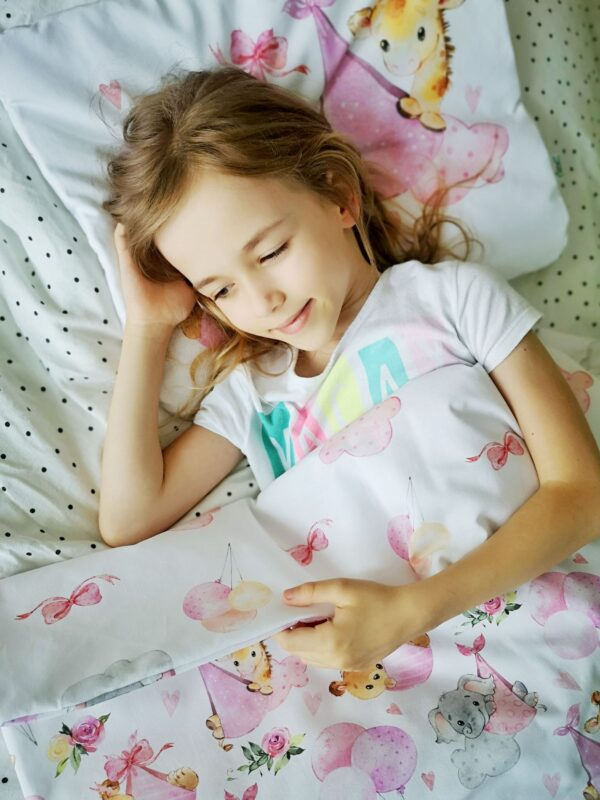 pościel dla nieowlaka róż podniebne słodziaki, chmurki, baloniki, zwierzątka